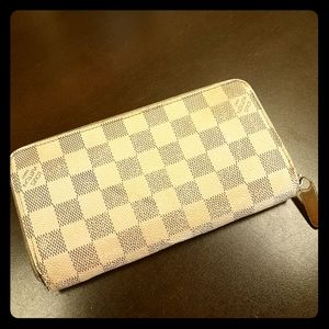 Louis Vuitton. Well loved damier azur zippy wallet